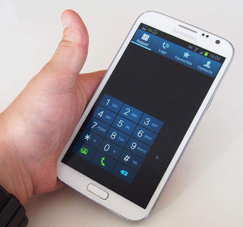 Samsung Galaxy Note 2 i hånden