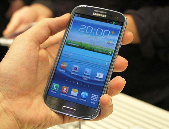 Galaxy S3 mini i hånden