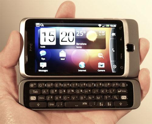 HTC Desire Z holdt i hånden